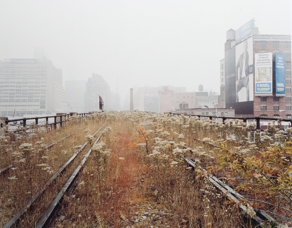 joel-sternfeld-walking-the-high-line-2000