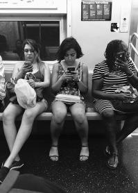 Tre donne senza telefono